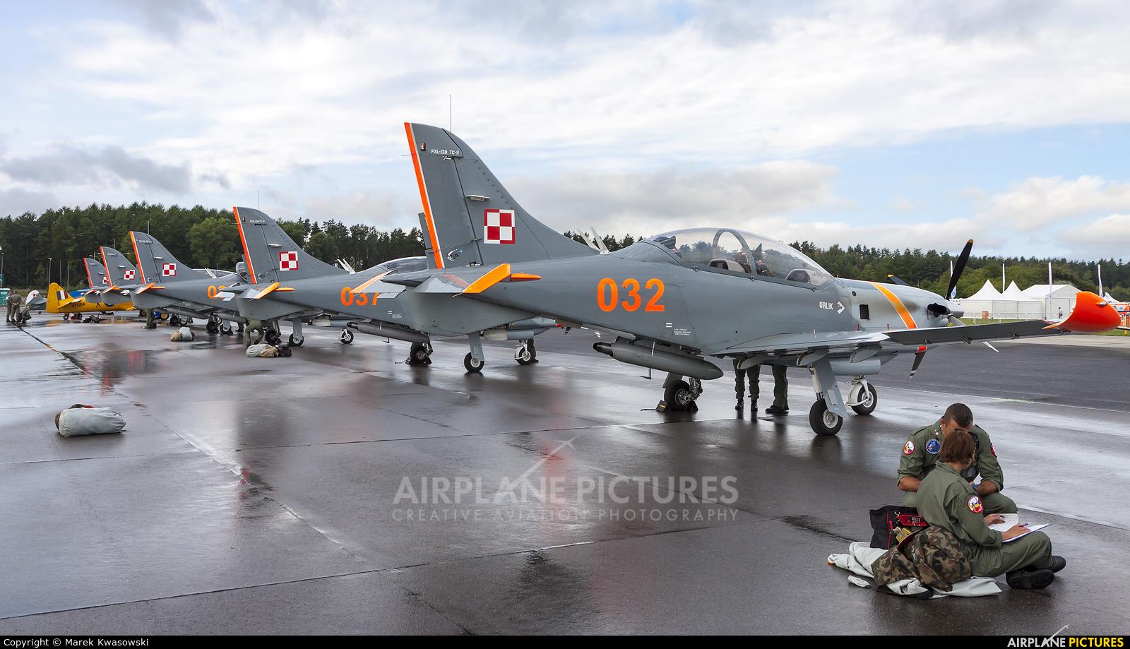 """Poland - Air Force """"Orlik Acrobatic Group"""" 032 aircraft at Warsaw - Babice"""