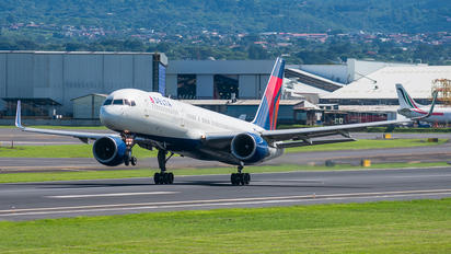 N658DL - Delta Air Lines Boeing 757-200