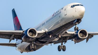 N3749D - Delta Air Lines Boeing 737-800
