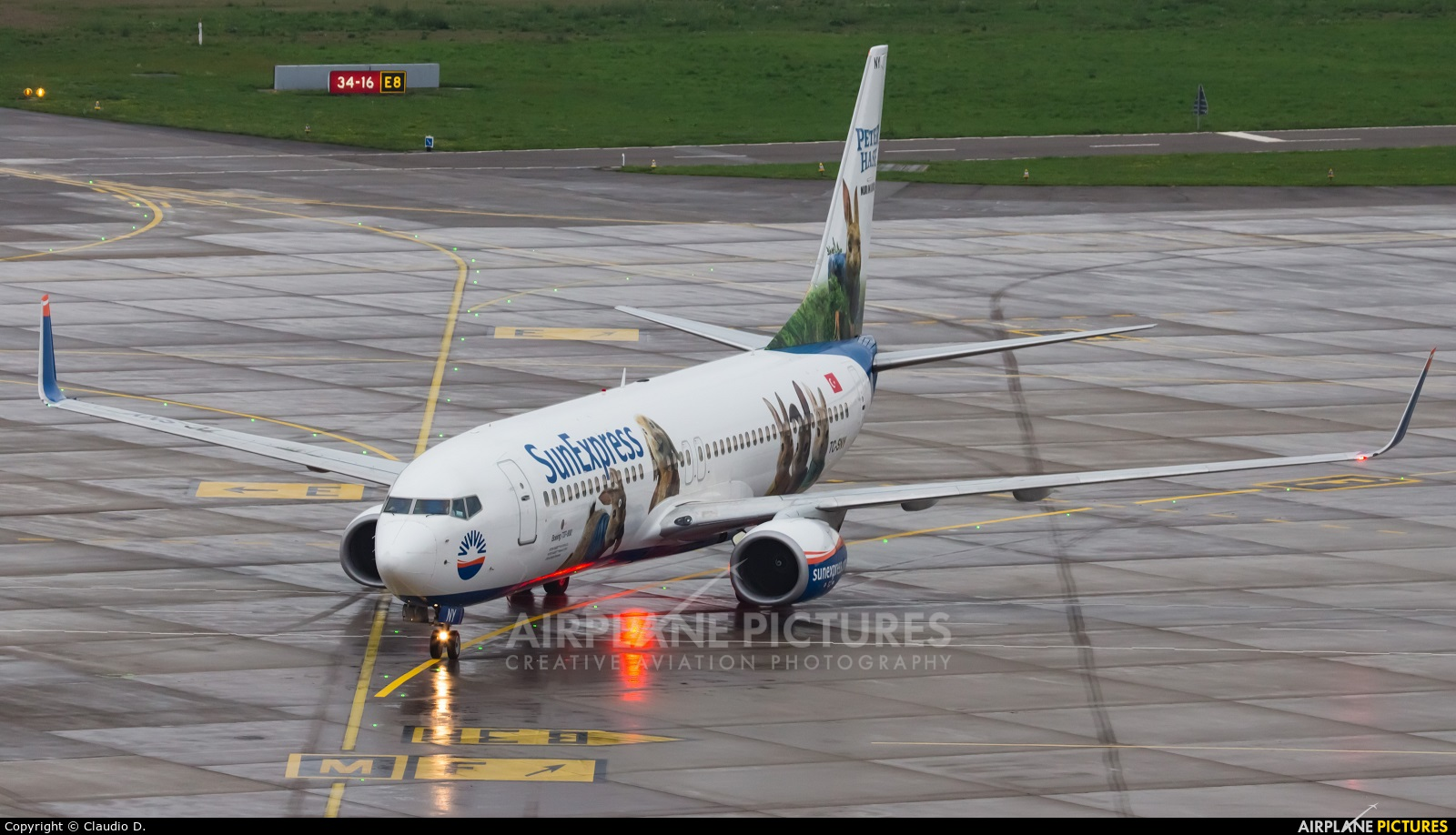 SunExpress TC-SNY aircraft at Zurich