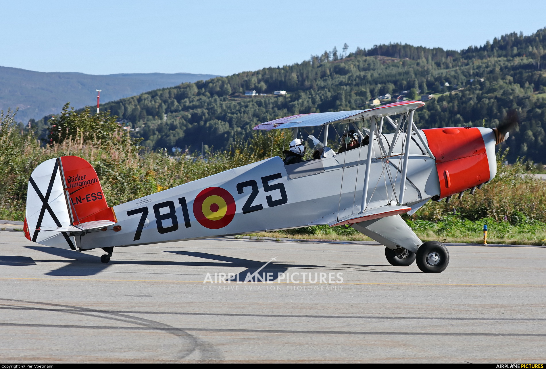 Private LN-ESS aircraft at Notodden lufthavn