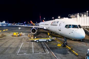 N595NW - Delta Air Lines Boeing 757-300