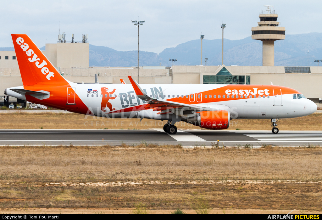 easyJet Europe OE-IZQ aircraft at Palma de Mallorca