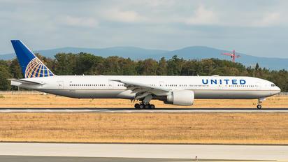 N2747U - United Airlines Boeing 777-300ER
