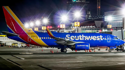 N7827A - Southwest Airlines Boeing 737-700