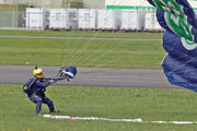 - - The Tigers Parachute Display Team Parachute Military aircraft
