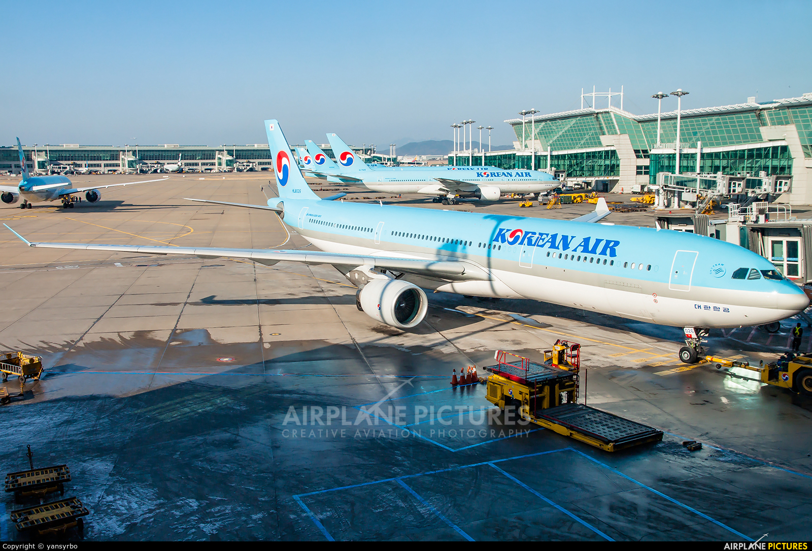 Korean Air HL8026 aircraft at Seoul - Incheon
