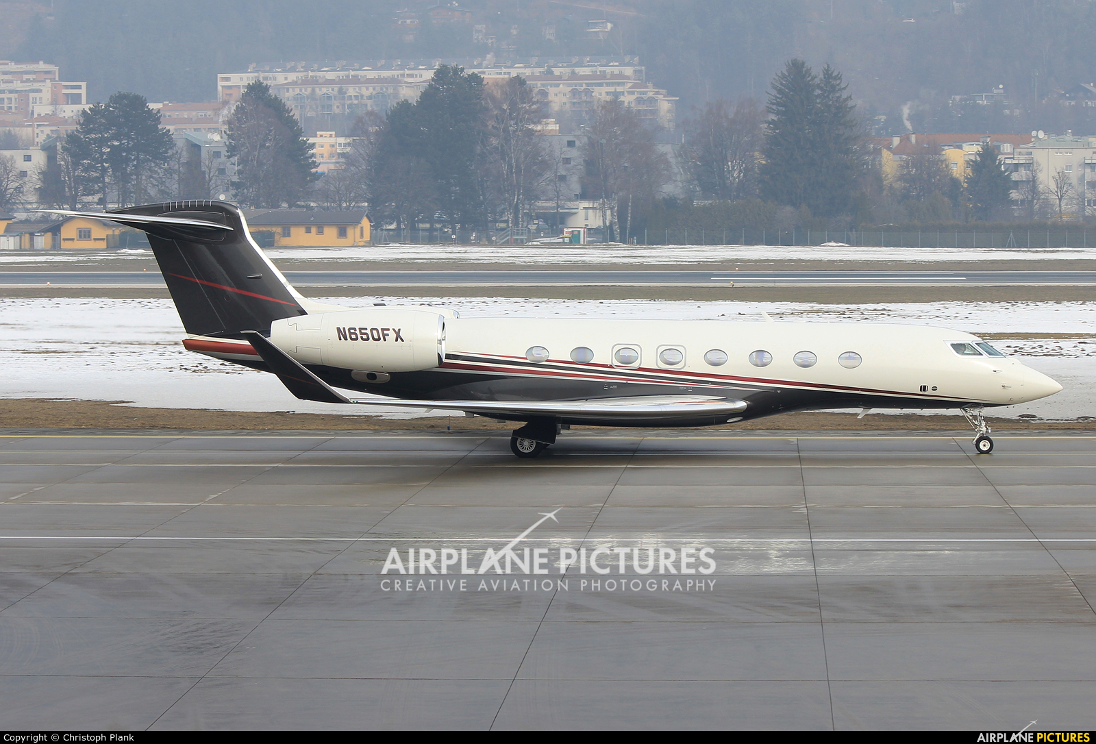 FlexJet N650FX aircraft at Innsbruck