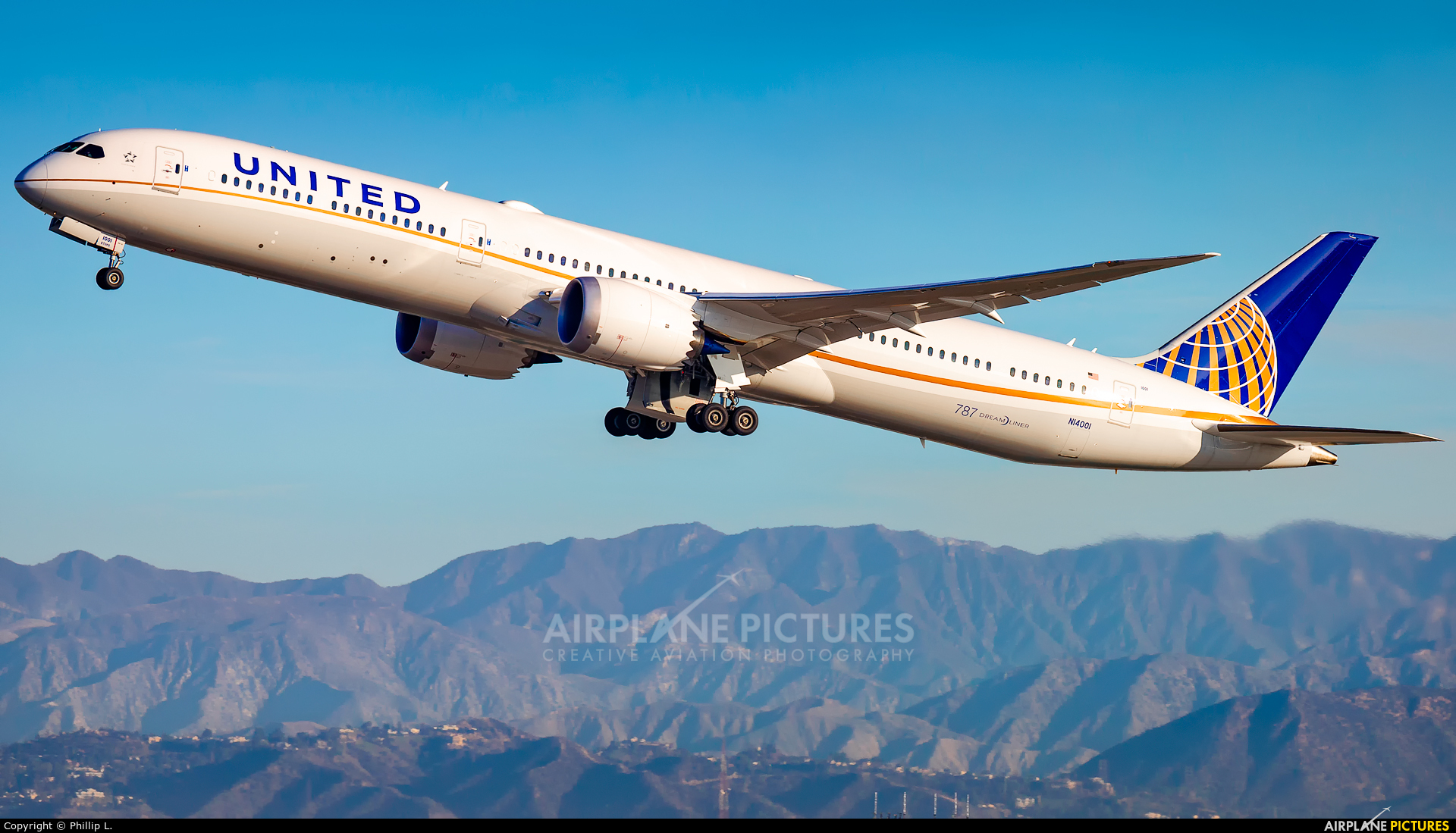 United Airlines N14001 aircraft at Los Angeles Intl
