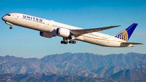 United Airlines N14001 image