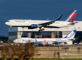 Delta Air Lines N156DL image