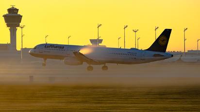 D-AIDC - Lufthansa Airbus A321