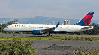 N699DL - Delta Air Lines Boeing 757-200