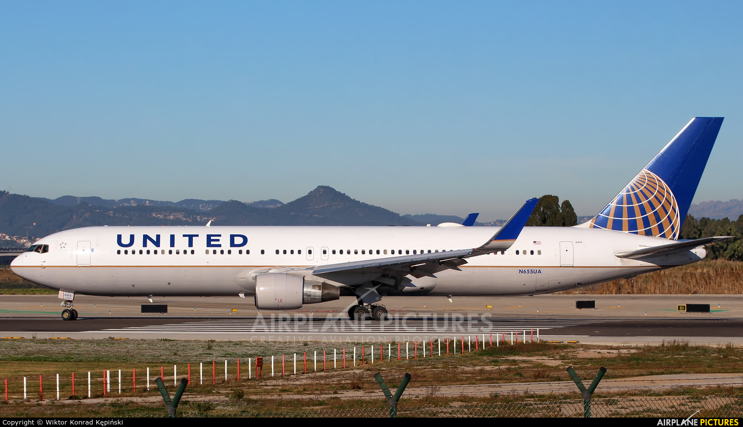 United Airlines N655UA aircraft at Barcelona - El Prat