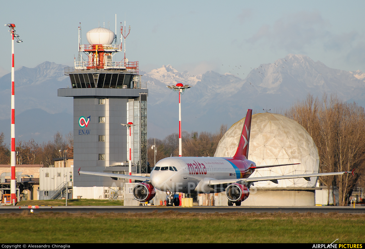- Airport Overview LIML aircraft at Milan - Linate