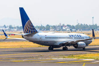 N27734 - United Airlines Boeing 737-700