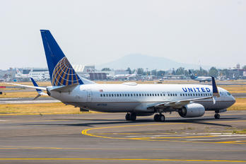 N77535 - United Airlines Boeing 737-800
