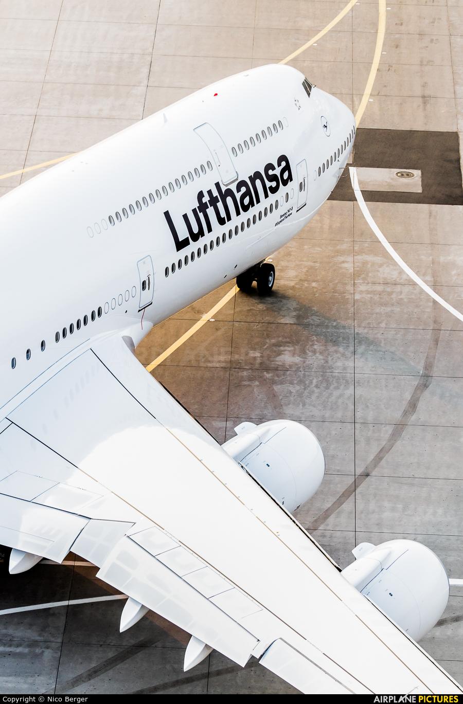 Lufthansa D-ABYA aircraft at Frankfurt