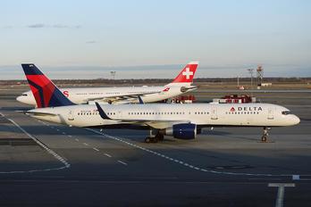 N722TW - Delta Air Lines Boeing 757-200