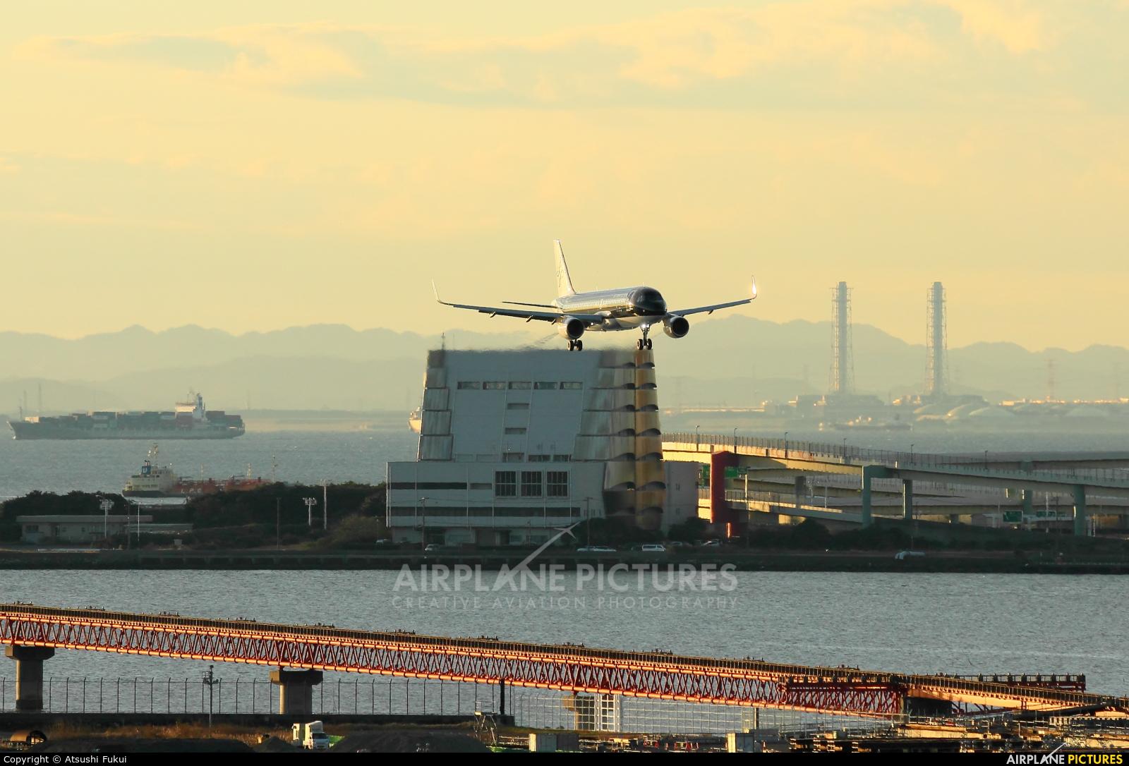 Starflyer JA25MC aircraft at Tokyo - Haneda Intl