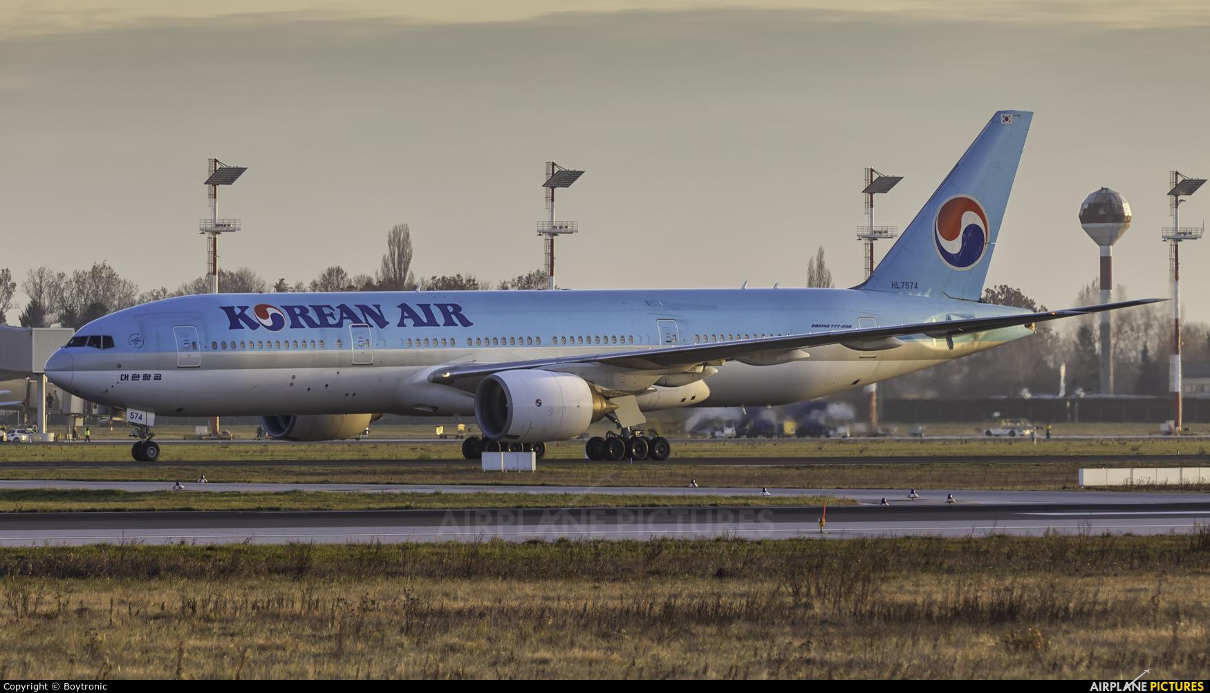 Korean Air HL7574 aircraft at Zagreb