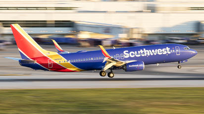 N8562Z - Southwest Airlines Boeing 737-800