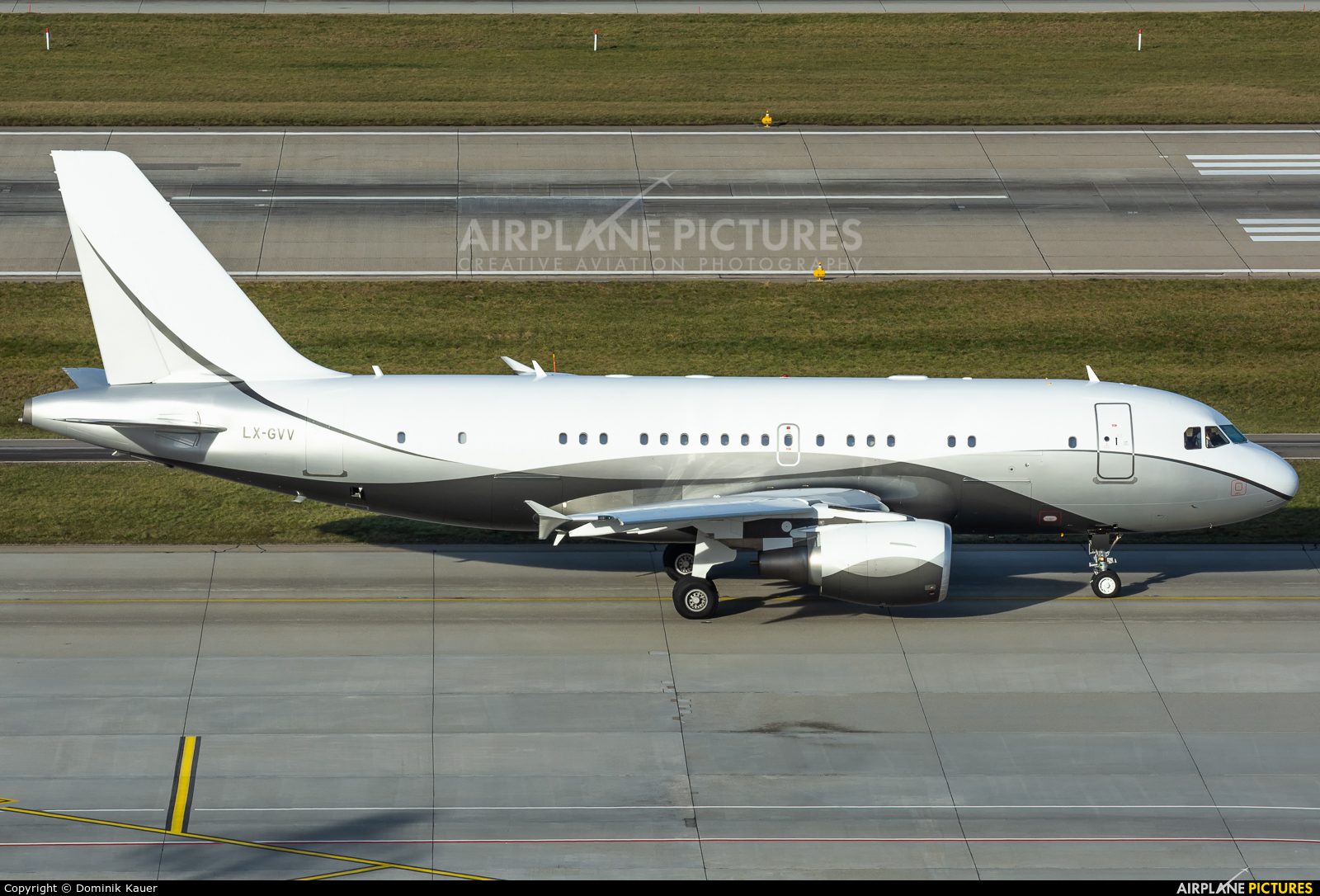 Global Jet Luxembourg LX-GVV aircraft at Zurich