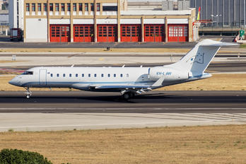 VH-LAW - Private Bombardier BD-700 Global Express XRS
