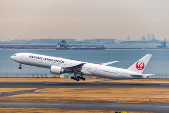 JA742J - JAL - Japan Airlines Boeing 777-300ER
