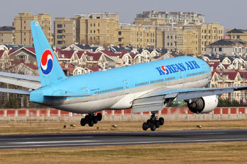 HL7751 - Korean Air Boeing 777-200