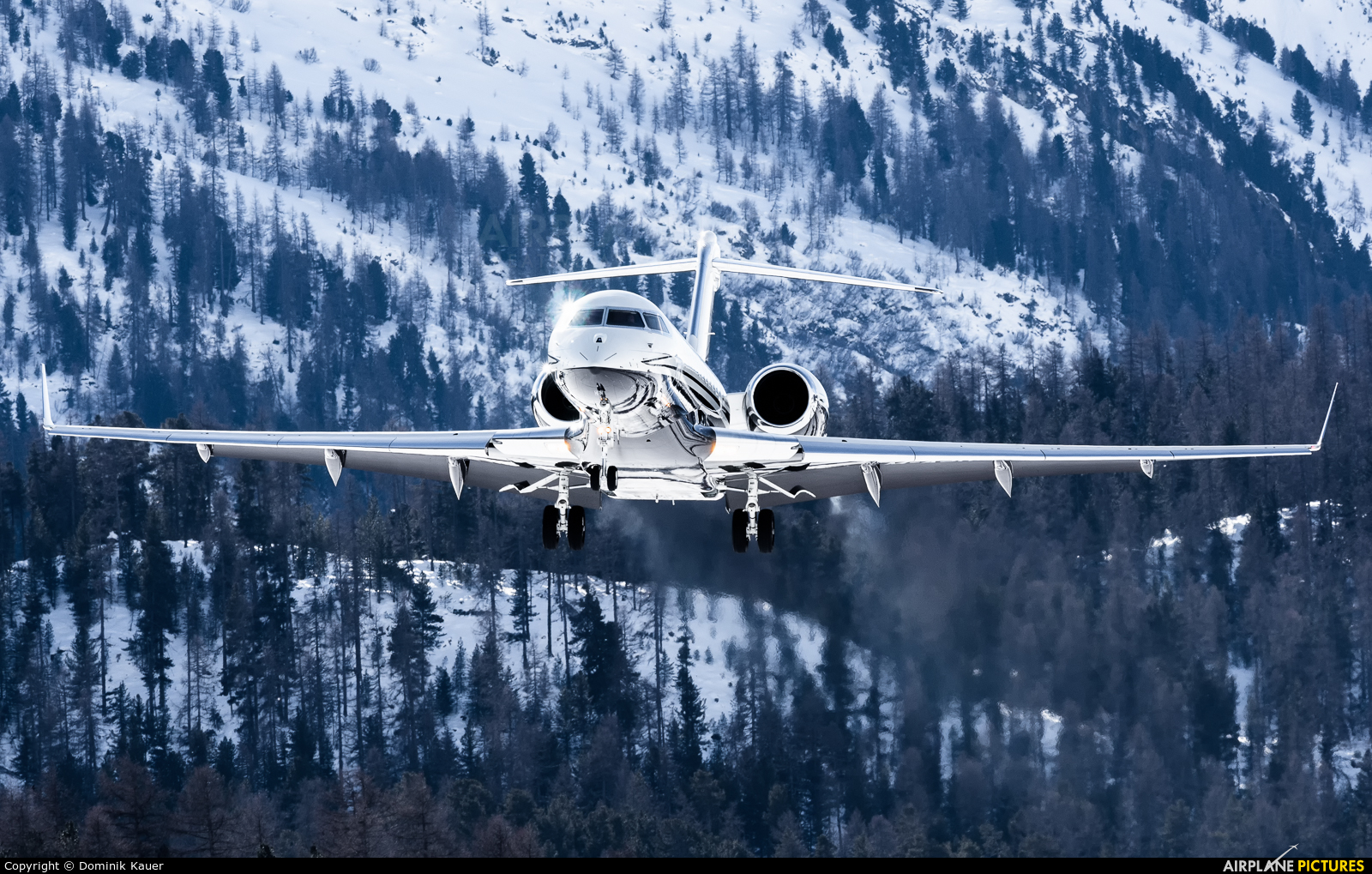Private M-ASRI aircraft at Samedan - Engadin