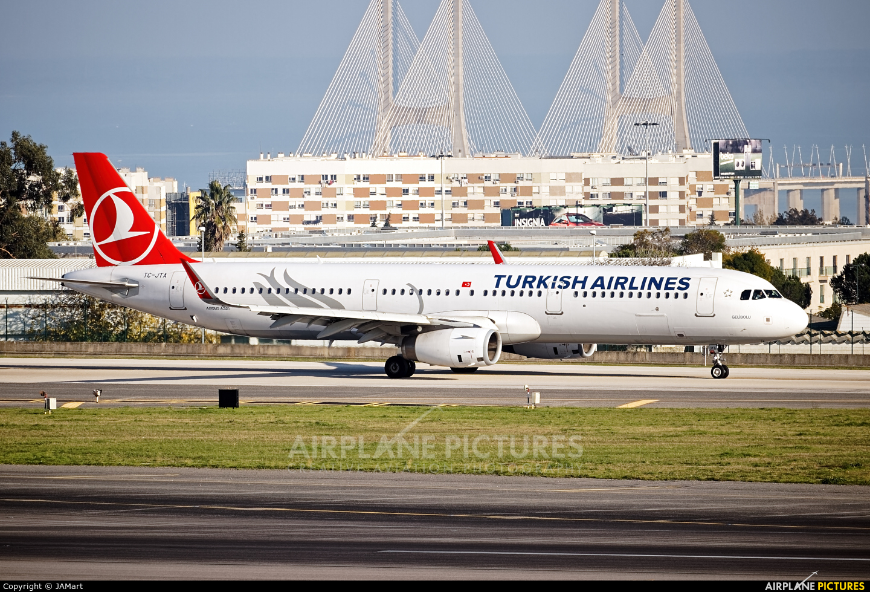 Turkish Airlines TC-JTA aircraft at Lisbon