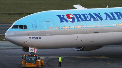 HL7782 - Korean Air Boeing 777-300ER