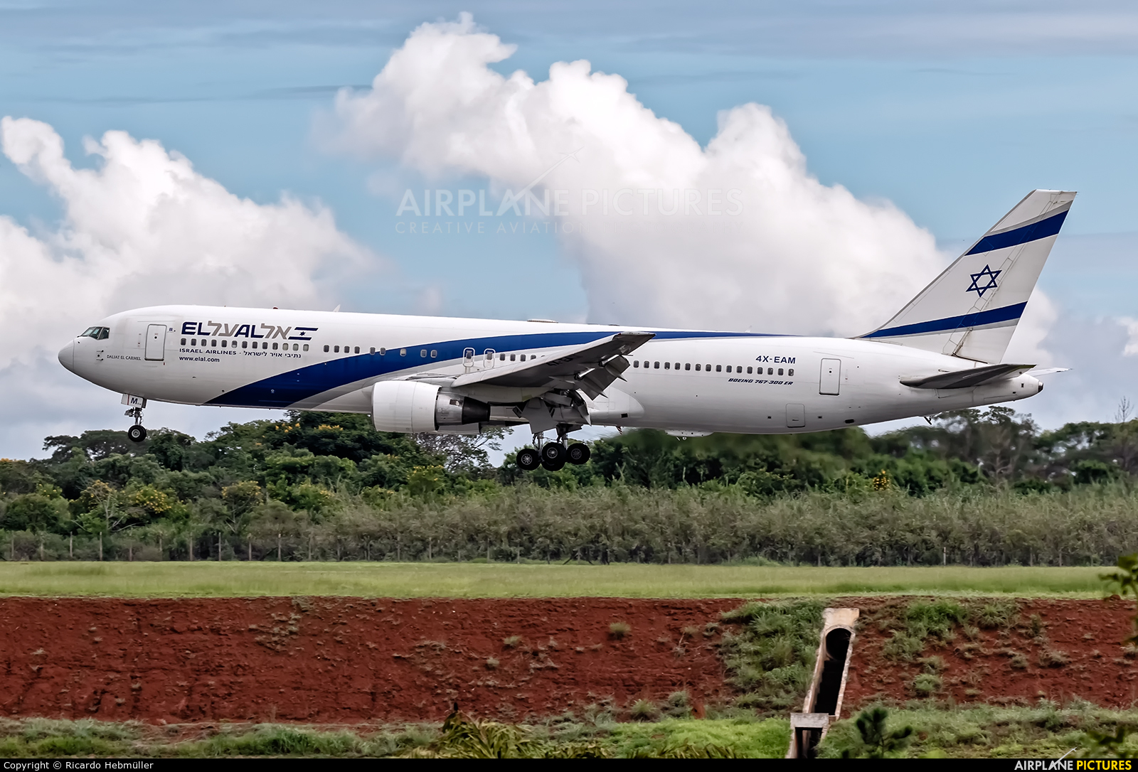 El Al Israel Airlines 4X-EAM aircraft at Brasília - Presidente Juscelino Kubitschek Intl