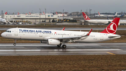 TC-JTR - Turkish Airlines Airbus A321