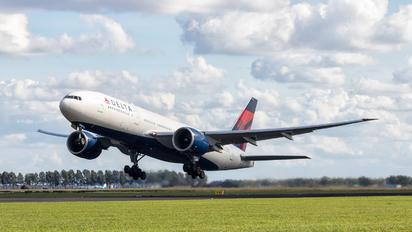 N710DN - Delta Air Lines Boeing 777-200LR