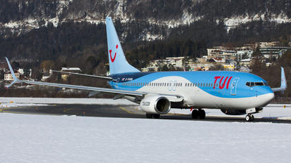 G-TAWM - TUI Airways Boeing 737-800