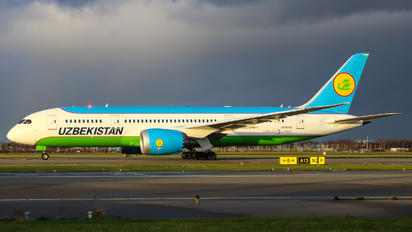 UK78702 - Uzbekistan Airways Boeing 787-8 Dreamliner