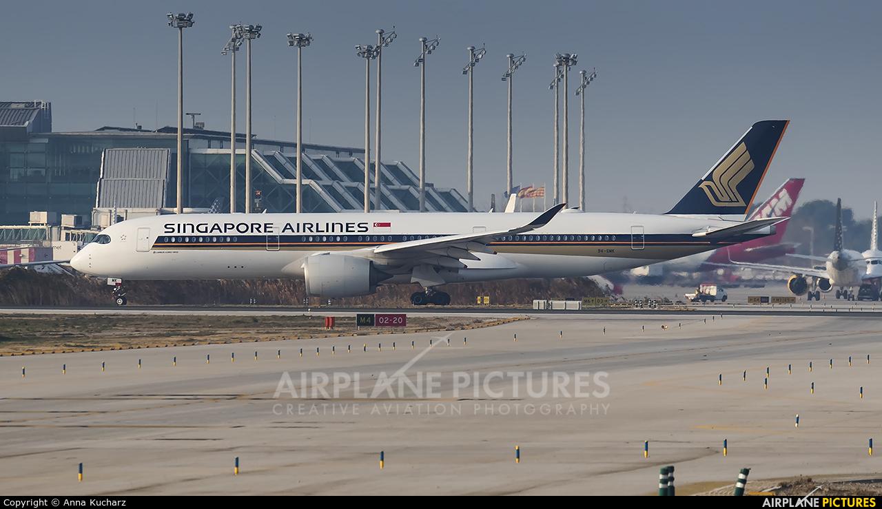 Singapore Airlines 9V-SMK aircraft at Barcelona - El Prat