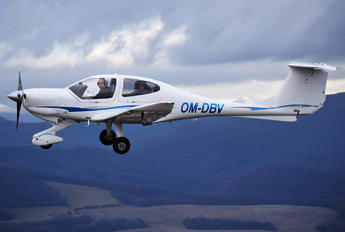 OM-DBV - Seagle Air Diamond DA 40 Diamond Star