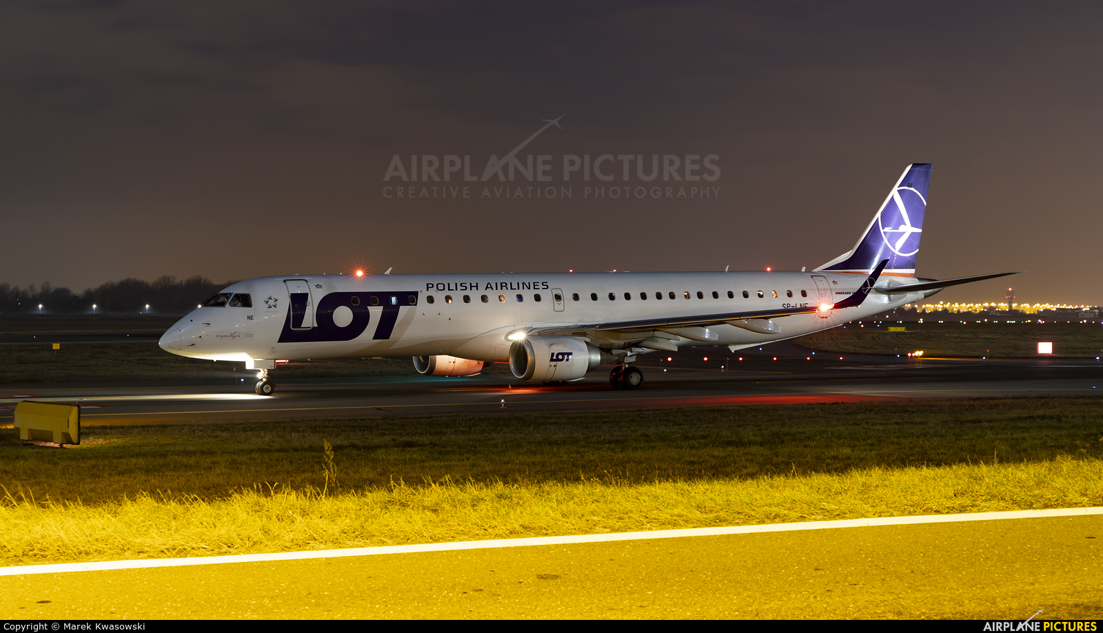 LOT - Polish Airlines SP-LNE aircraft at Warsaw - Frederic Chopin
