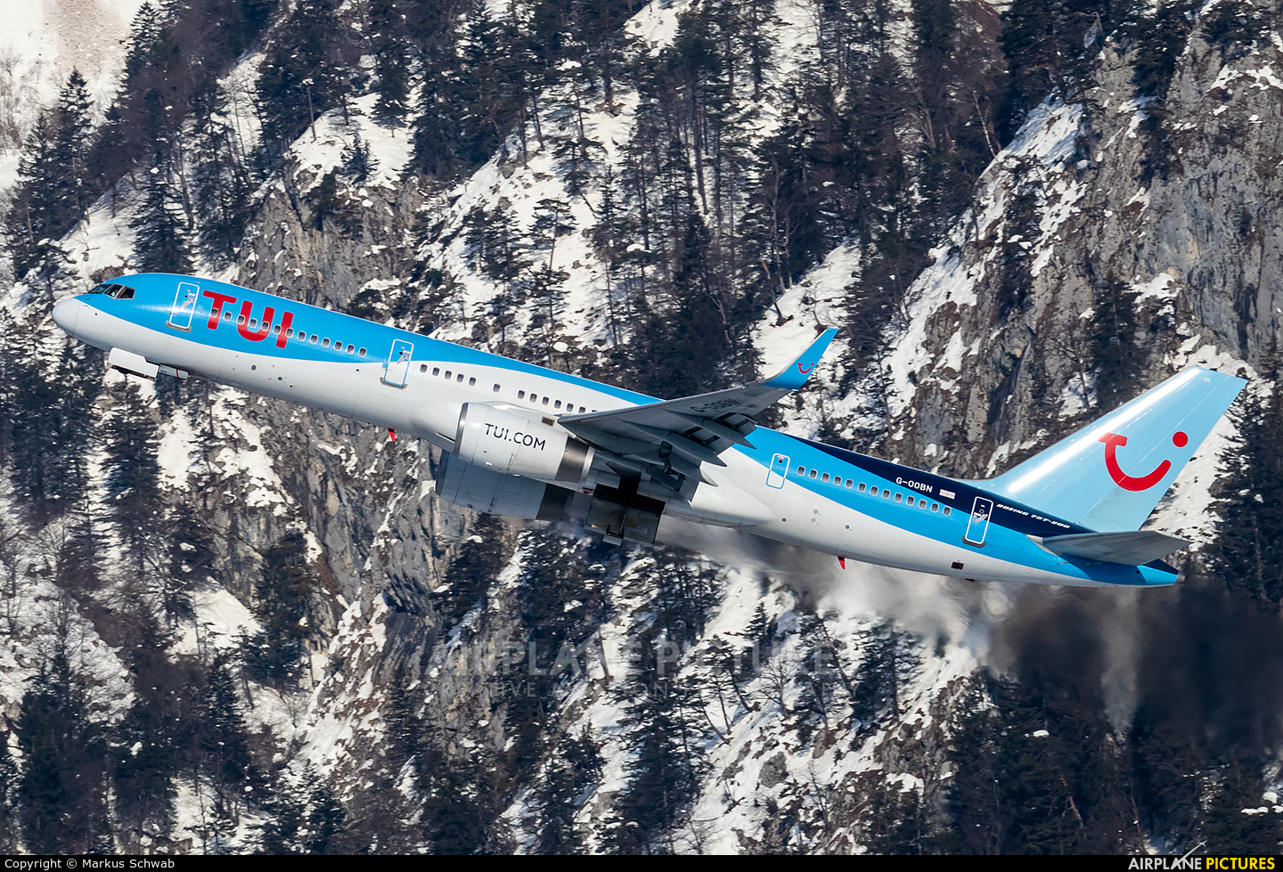TUI Airways G-OOBN aircraft at Innsbruck