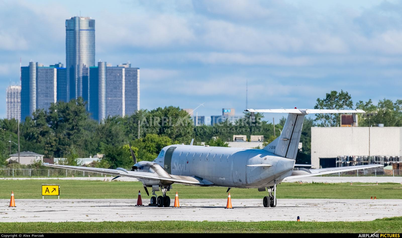 Skylink C-GSKM aircraft at Windsor, ON