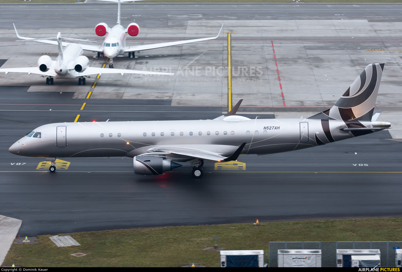 Lineage Asset Company N527AH aircraft at Zurich