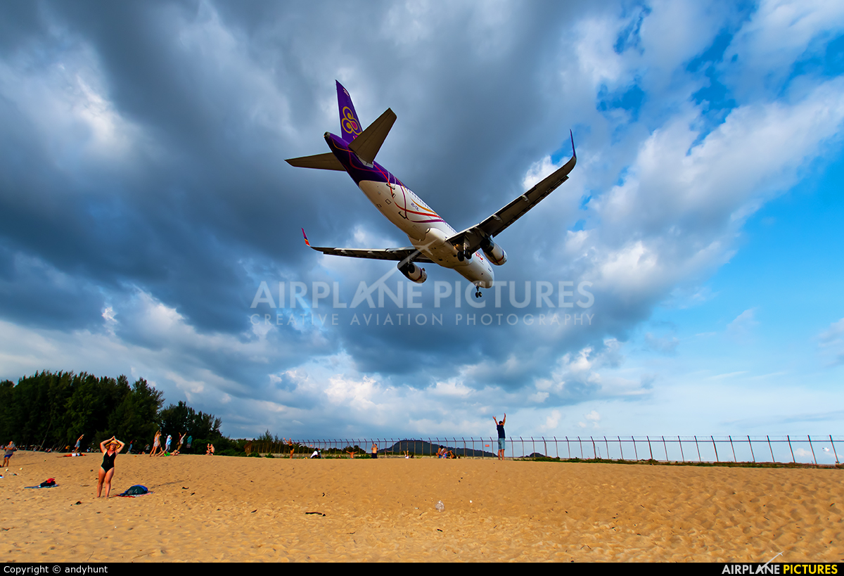 Thai Smile HS-TXL aircraft at Phuket