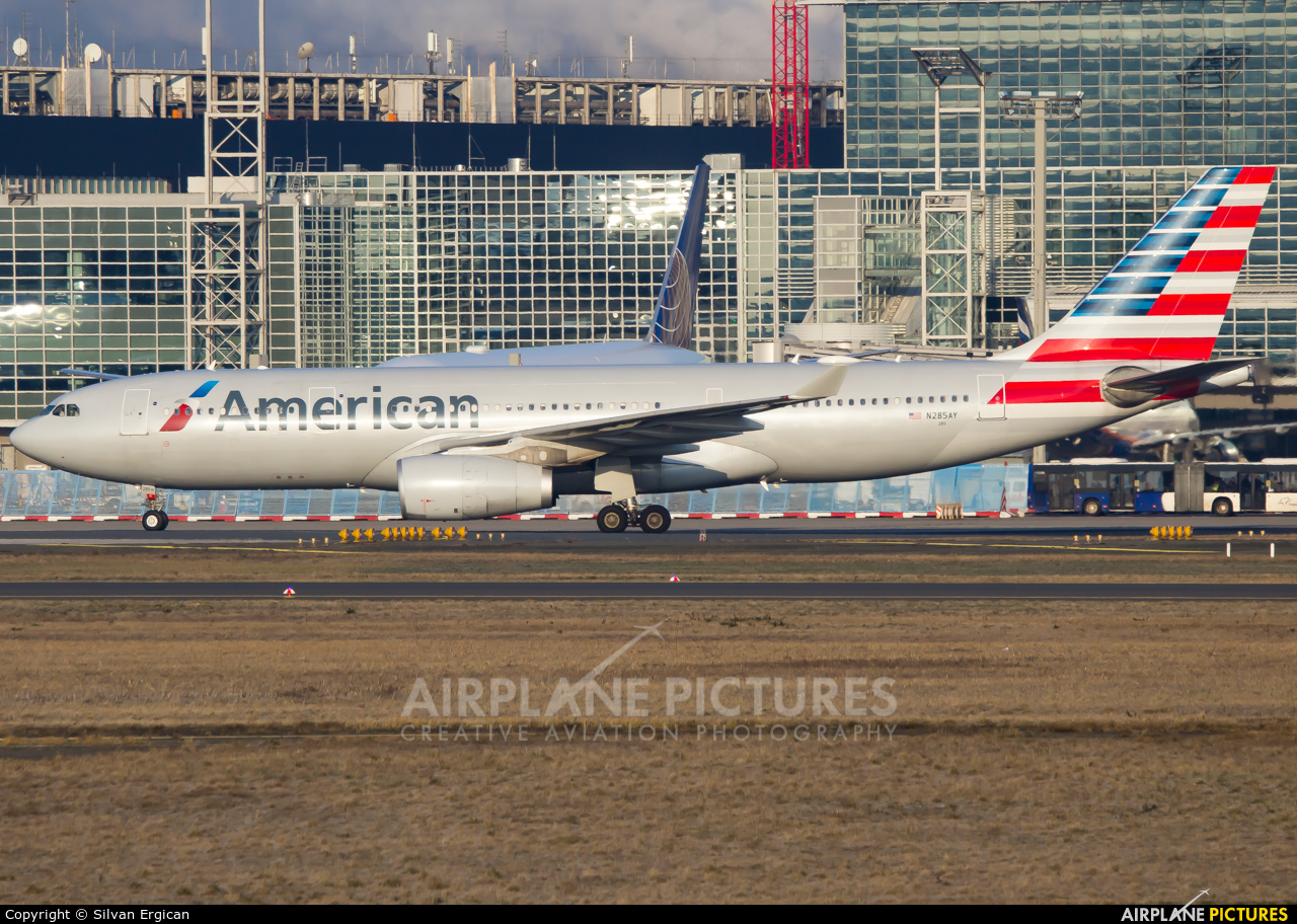 American Airlines N285AY aircraft at Frankfurt