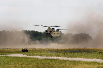 13-08132 - USA - Army Boeing CH-47F Chinook