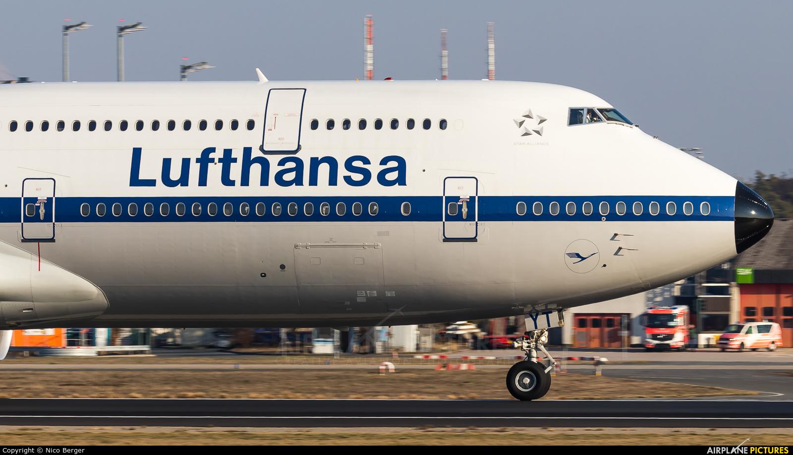Lufthansa D-ABYT aircraft at Frankfurt