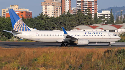 N25201 - United Airlines Boeing 737-800