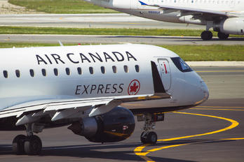 C-FRQK - Air Canada Express Embraer ERJ-175 (170-200)